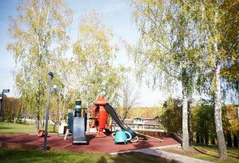 Детская площадка в загородном отеле ГРУМАНТ Resort & SPA, недалеко от Москвы, Тульская область