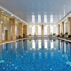 Бассейн в загородном отеле ГРУМАНТ Resort & SPA, недалеко от Москвы, Тульская область